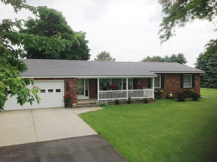 Ranch Style Home In Mulliken, Michigan With Shake Style Metal Roofing  Profile.